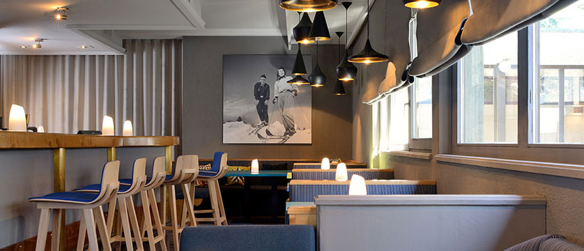 Switzerland_Zermatt_Ambassador-suites_Bar-lounge.jpg